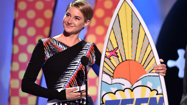 SHAILENE WOODLEY - Teen Choice Awards 2014 pic 2 - Go with the Blog