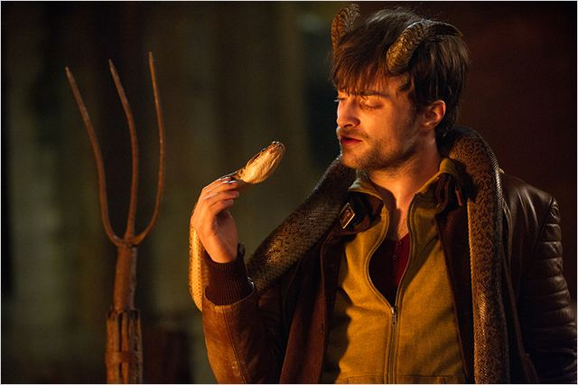 HORNS - image du film Daniel Radcliffe snake - Go with the Blog