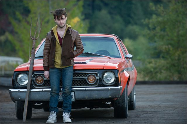 HORNS - image du film Daniel Radcliffe voiture rouge red car - Go with the Blog