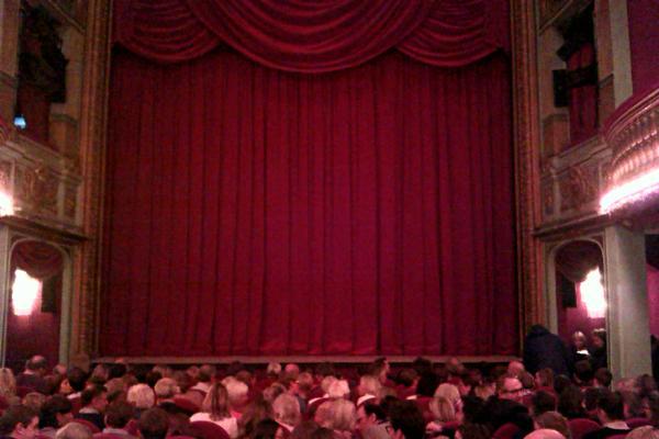 LES CARTES DU POUVOIR - Théâtre Raphael Personnaz image 3 - copyright Go with the Blog