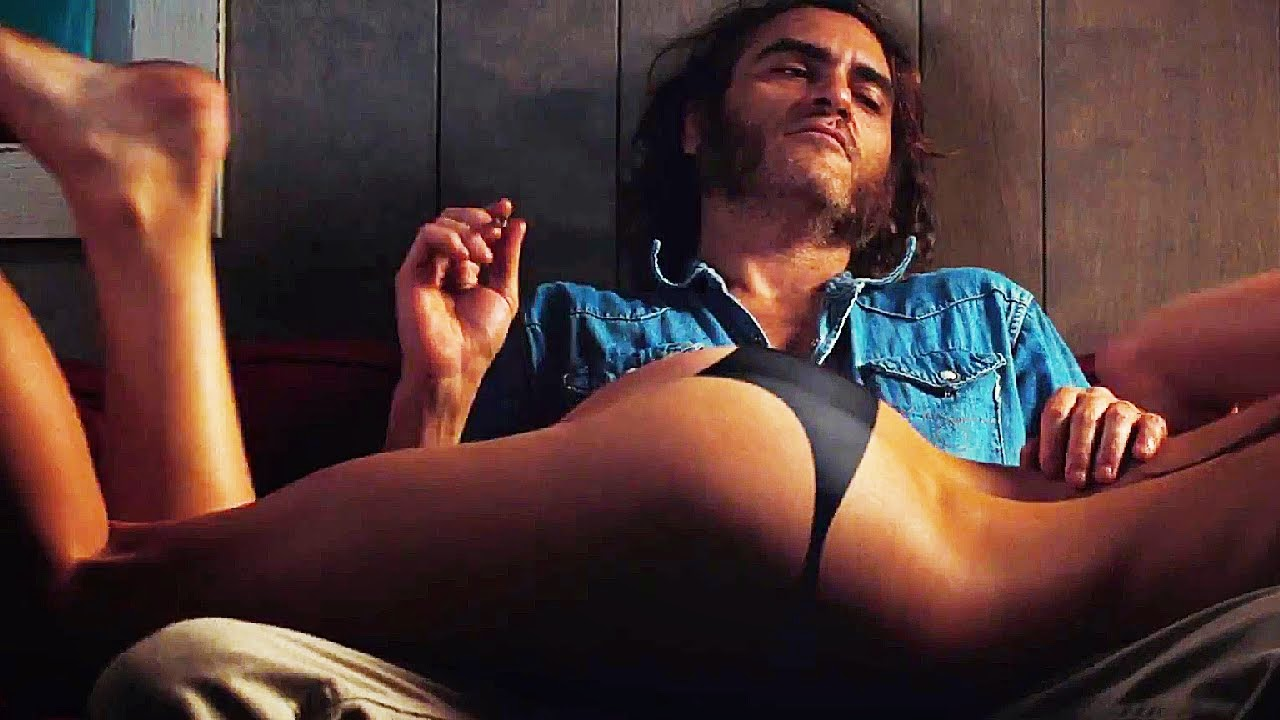 INHERENT VICE - image du film  Joaquin Phoenix et petit cul - Go with the Blog