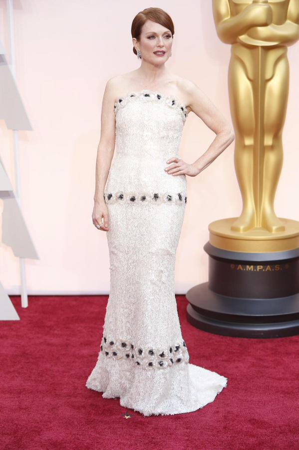 OSCARS 2015 - Julianne Moore red carpet - Go with the Blog