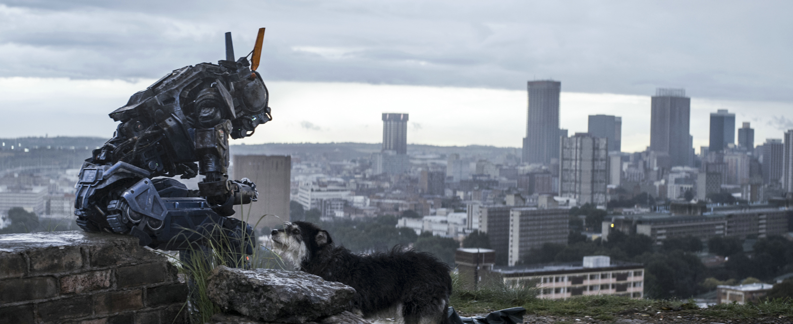 CHAPPIE - Image 1 du film movie Neill Blomkamp Robot SF 2015 - Go with the Blog