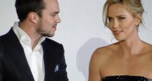 Charlize Theron & Nicholas Hoult à Paris pour le film DARK PLACES