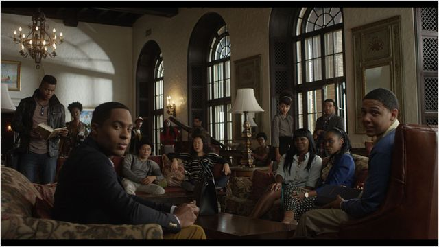 DEAR WHITE PEOPLE - Image du film 3 Happiness Distribution Comedy - Go with the Blog