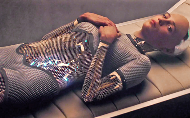 EX_MACHINA - Image du film 8 Alex Garland - Go with the Blog