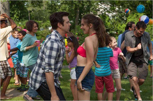 JAMAIS ENTRE AMIS - Image du Film Jason Sudeikis Alison Brie movie 2015 - Go with the Blog