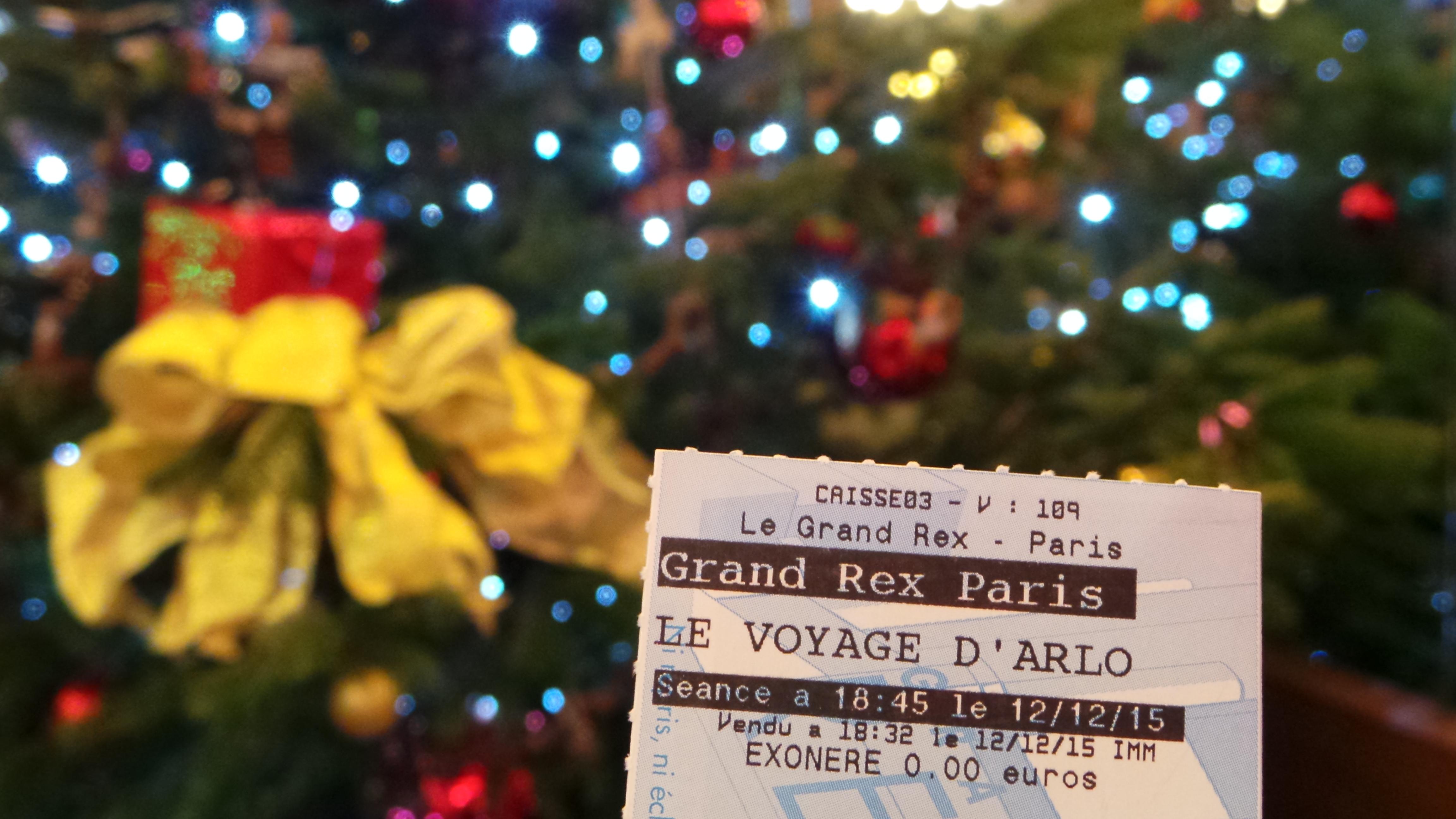 LA FÉÉRIE DES EAUX Le Grand Rex 2015 LE VOYAGE D'ARLO - 20151212_184210