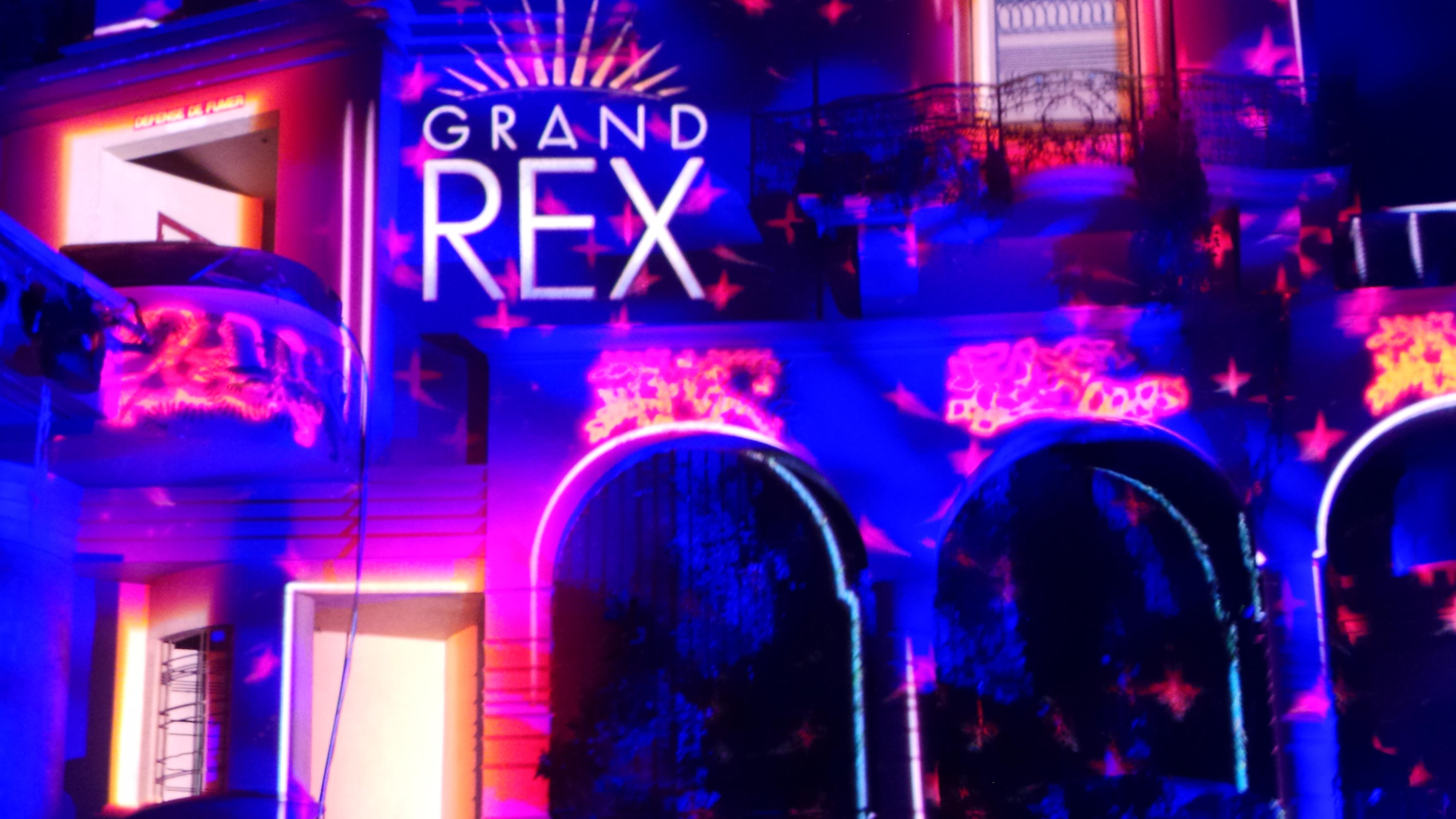 LA FÉÉRIE DES EAUX Le Grand Rex 2015 LE VOYAGE D'ARLO - 20151212_190120