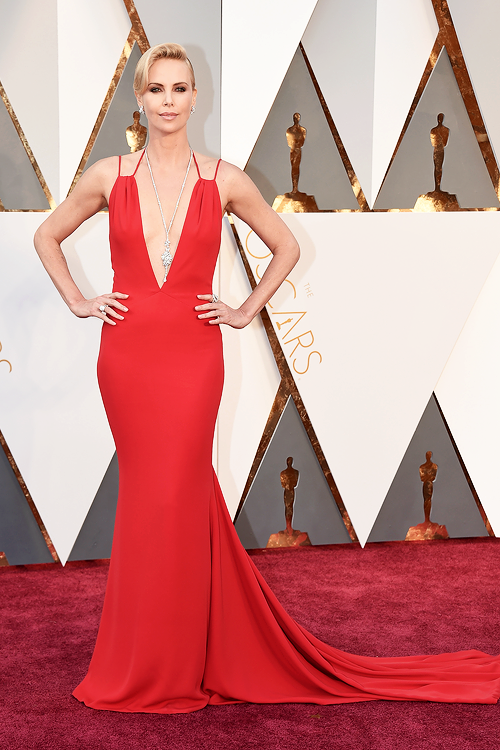 OSCARS 2016 - Charlize Theron 2 red carpet 2016 tapis rouge - Go with the Blog