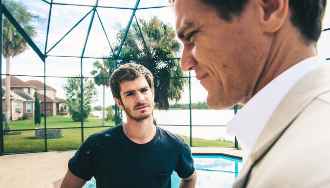 99 HOMES - Image du film 10 Michael Shannon Andrew Garfield - Go with the Blog