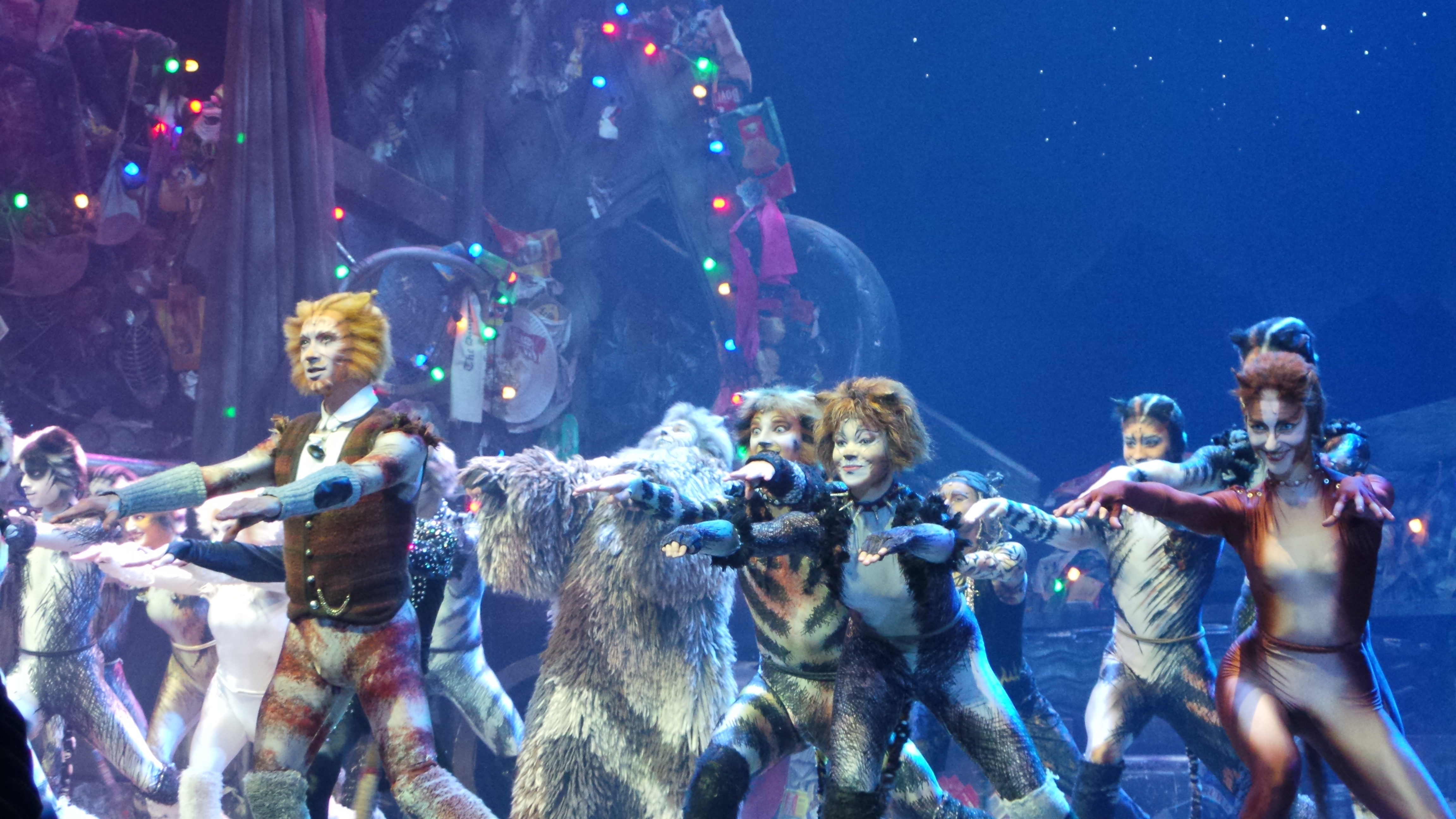 CATS Chimène Badi GrizabellaTheatre MOGADOR PARIS 2016 - photo Go with the Blog 20160428_224942