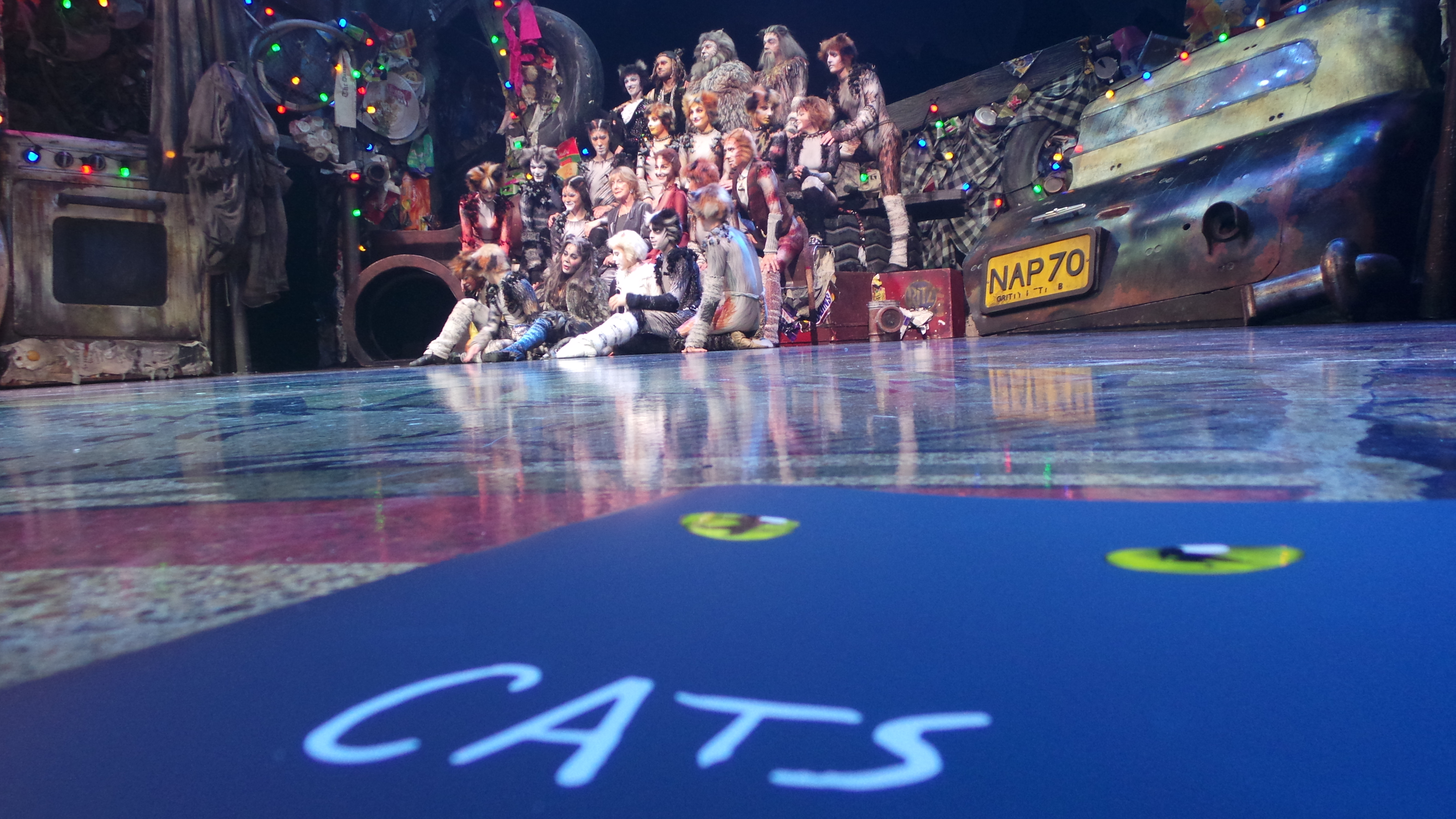 CATS Chimène Badi GrizabellaTheatre MOGADOR PARIS 2016 - photo Go with the Blog 20160428_230132
