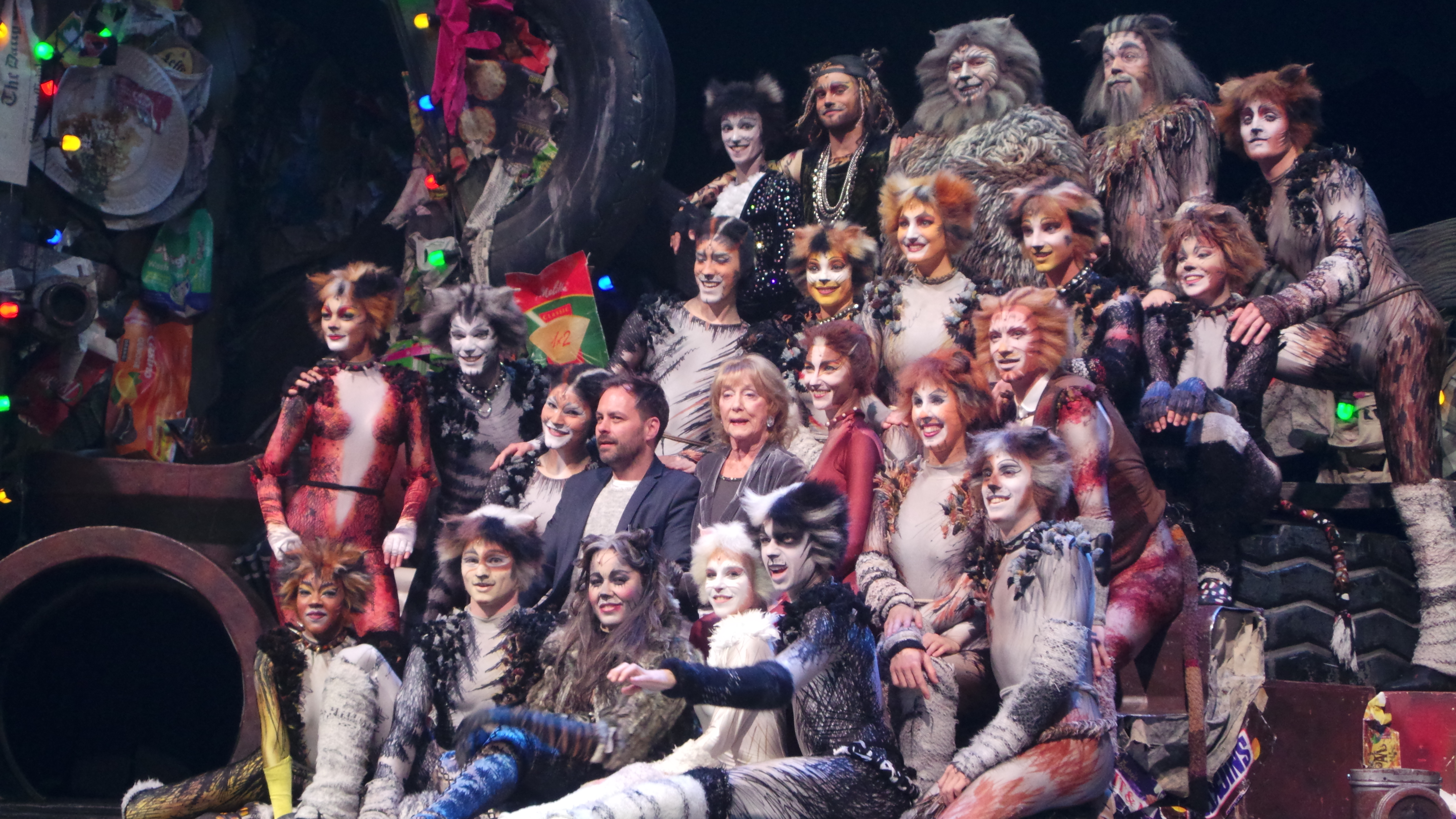 CATS Chimène Badi GrizabellaTheatre MOGADOR PARIS 2016 - photo Go with the Blog 20160428_230156
