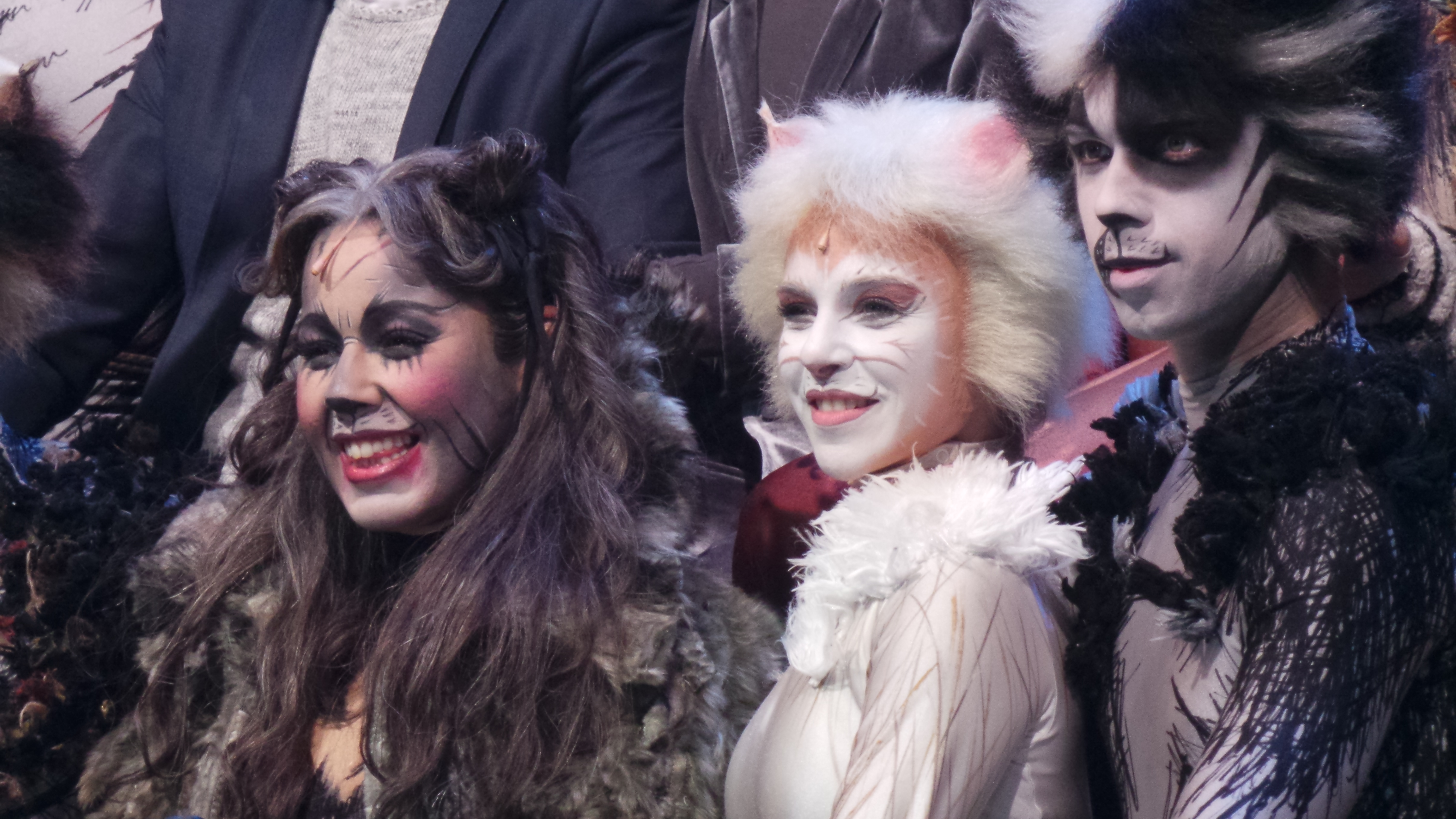 CATS Chimène Badi GrizabellaTheatre MOGADOR PARIS 2016 - photo Go with the Blog 20160428_230248
