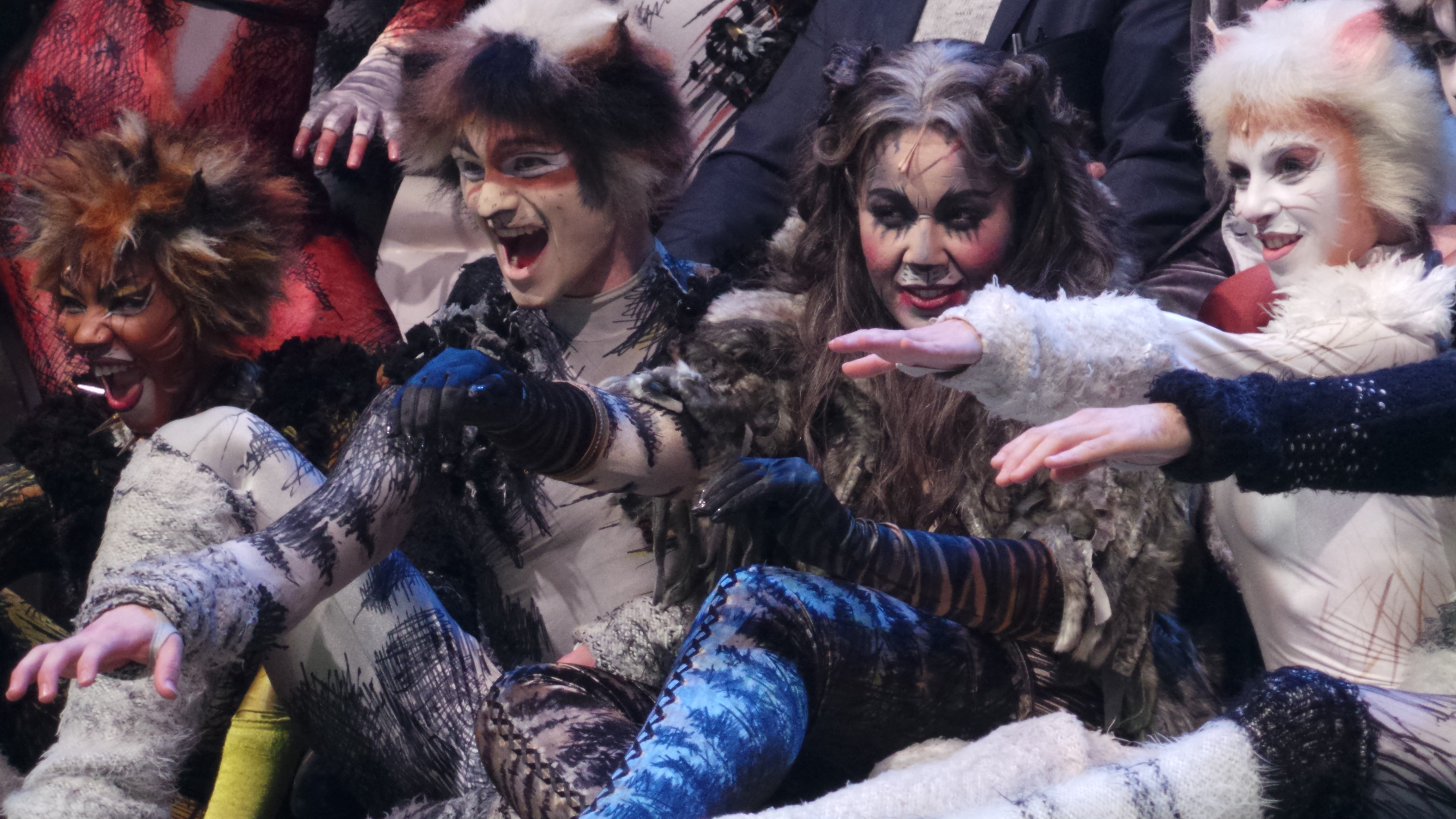 CATS Chimène Badi GrizabellaTheatre MOGADOR PARIS 2016 - photo Go with the Blog 20160428_230340