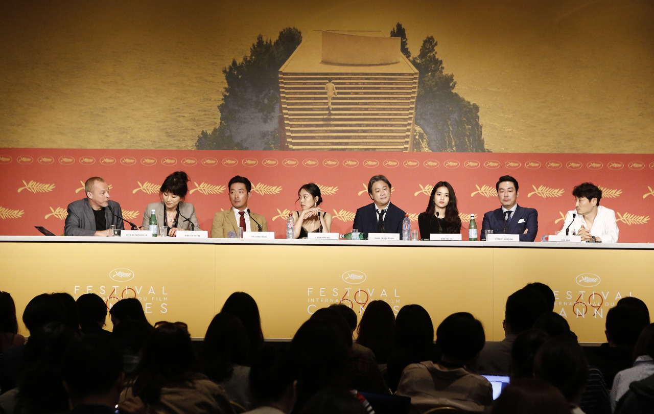 CANNES 2016 - DAY 4 MADEMOISELLE Park Chan-Wook conference de presse 1